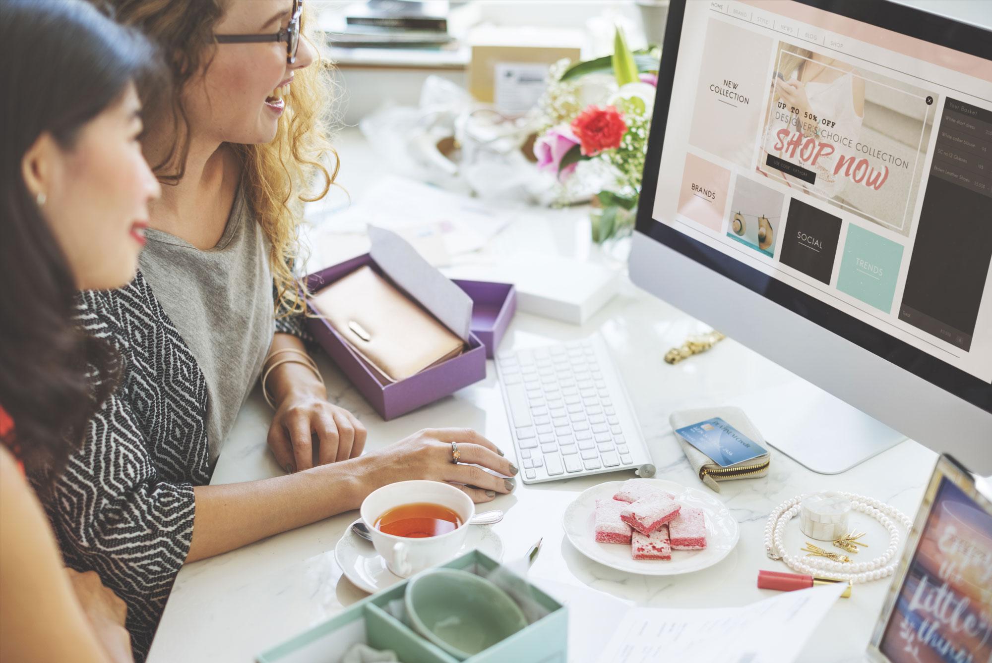 girls-shopping-online